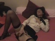 Sabrina se caresse sa chatte poilue